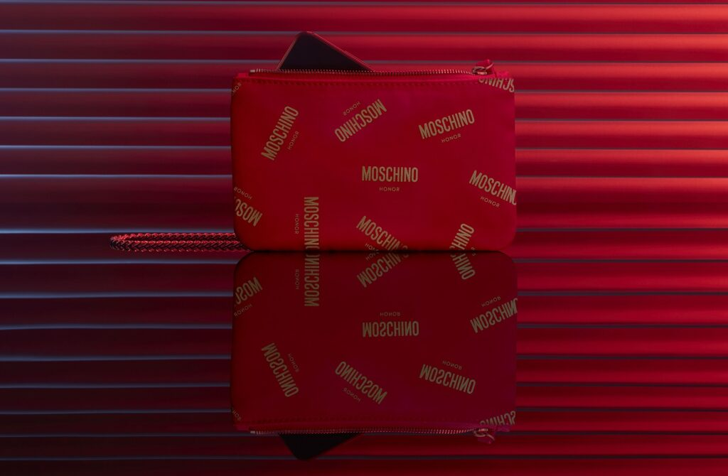 HONOR x Moschino