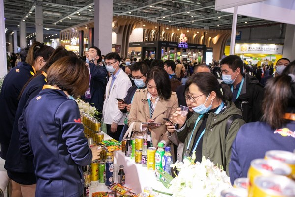CIIE visitors and participants take part in a tasting of Red Bull and other TCP products at the CIIE TCP booth
