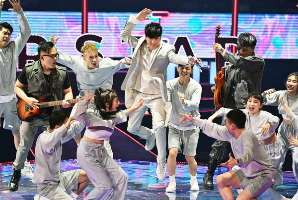 JJ Lin Performs Latest Song & Street Dance/ photo credit: TTV