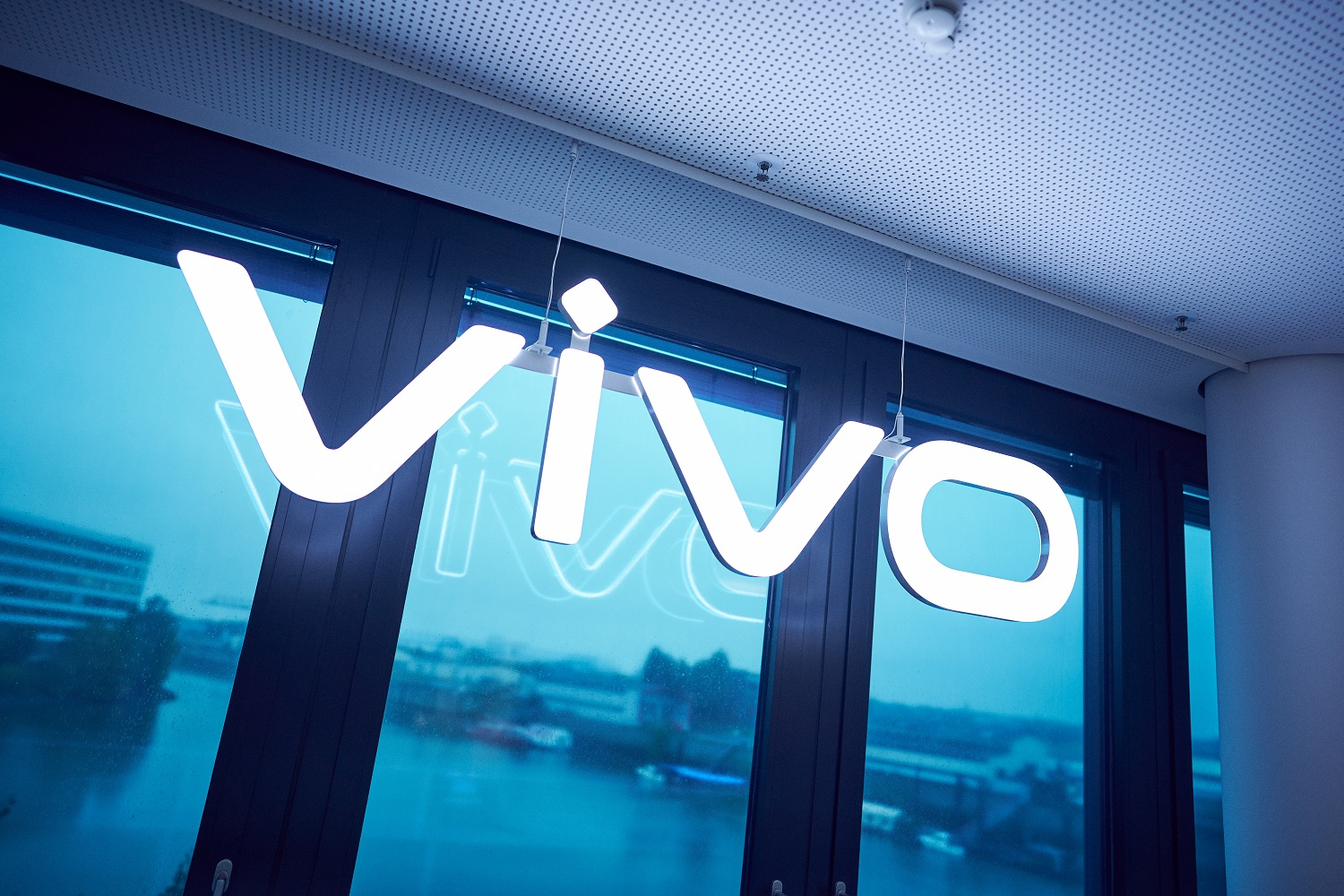 vivo Expands European Presence with Official Entry into Romanian and Czech Markets