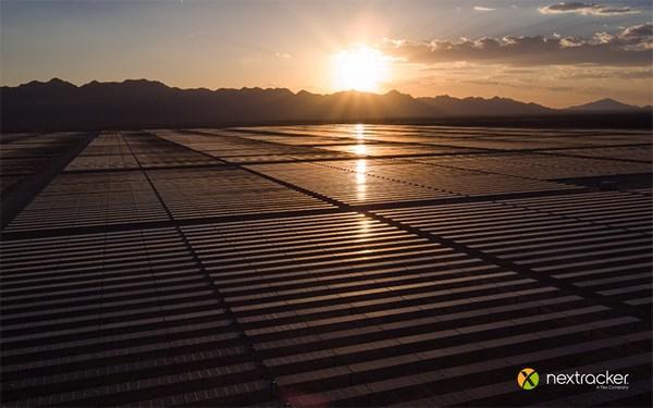 NX Horizon smart solar tracker by Nextracker