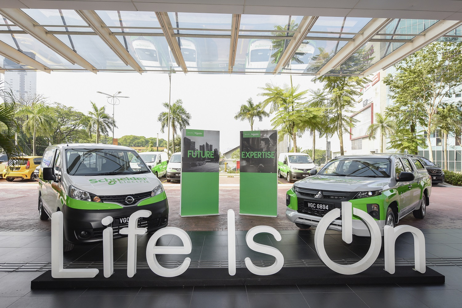 Schneider Electric EcoStruxure Service is the First Maintenance Service Enabled with Data & Connectivity