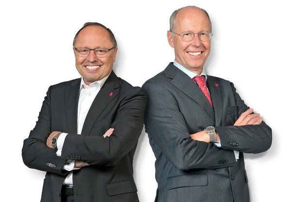 Stepping down from Spielwarenmesse eG after almost 20 years: Executive Board Members Ernst Kick (CEO; left) and Dr. Hans-Juergen Richter. Bildnachweis: Spielwarenmesse eG/Peter Dörfel