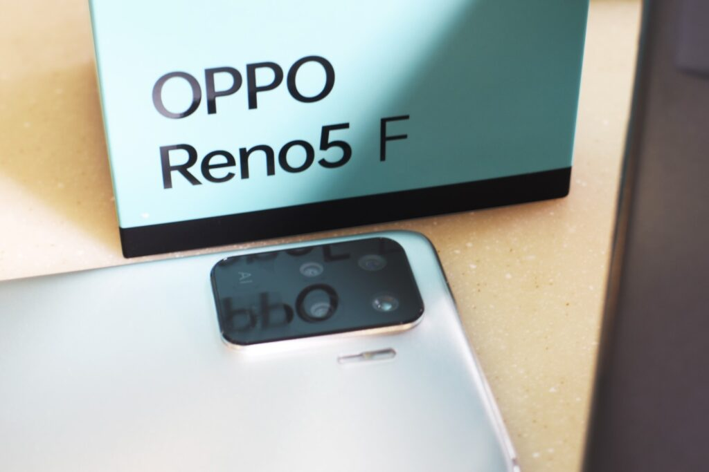 Get Free Gifts Worth RM238 with OPPO Reno5 F Crystal Silver Pre-Orders