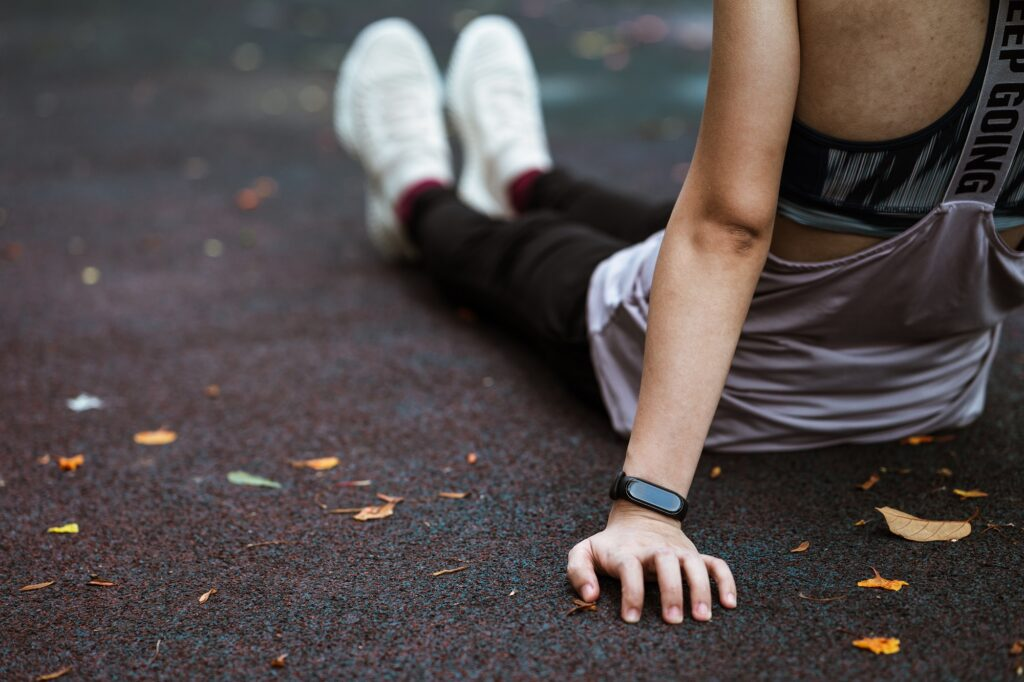 Smartwatch Vs Fitness Tracker- 4 Ways to Choose