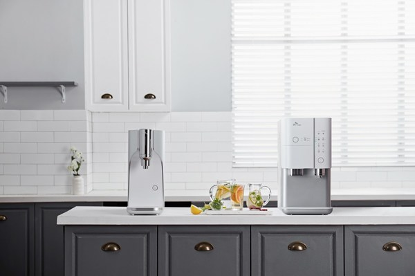 SK magic's advanced JIKSOO Hyper Water Purifier (left) and JIKSOO Rich Ice Water Purifier (right) provides world class water taste to all consumers with its innovative tankless technology.